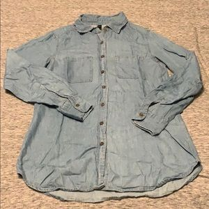 Blue chambray long sleeved button up shirt